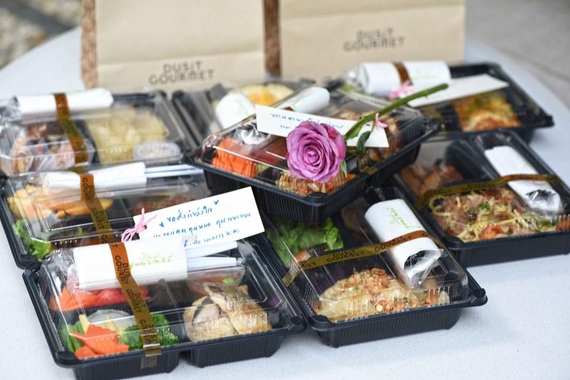 """ดุสิตธานี เปิดตัวบริการใหม่ """"Food for Heroes"""" รับเตรียมอาหาร และส่งมอบให้กับทีมงานที่ร่วมต่อสู้โควิด 19"""