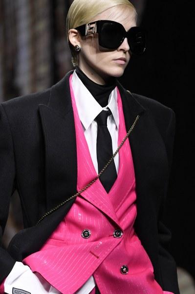 Versace เสนอครั้งแรกของเสื้อผ้าผู้ชาย และผู้หญิงบนรันเวย์เดียวกัน ในคอลเลคชั่น FW 2020