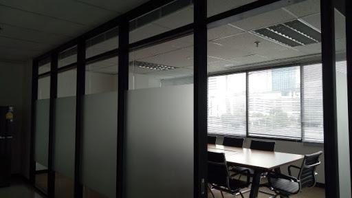 เคล็ดลับในเปลี่ยนการกระจกใสให้เป็นกระจกฝ้าด้วยการใช้สีสเปรย์ละอองฝ้า