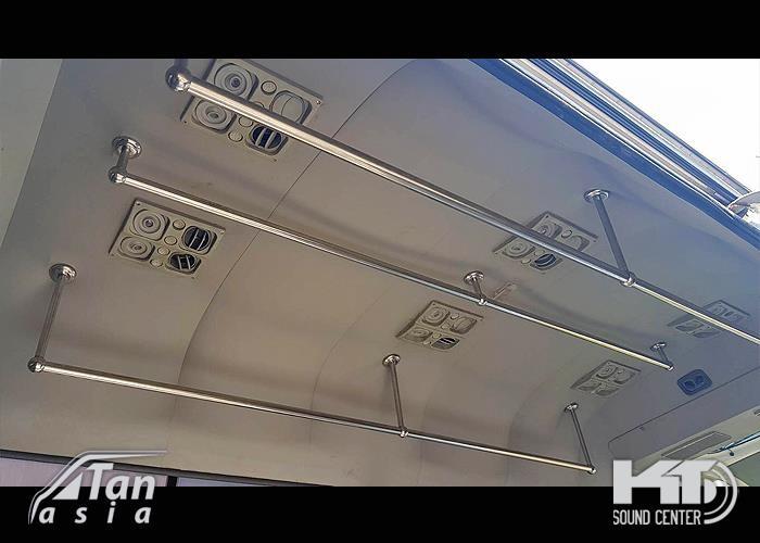 รถตู้ดัดแปลงเป็นรถ ขนส่งเสื้อผ้าของ โรงแรม