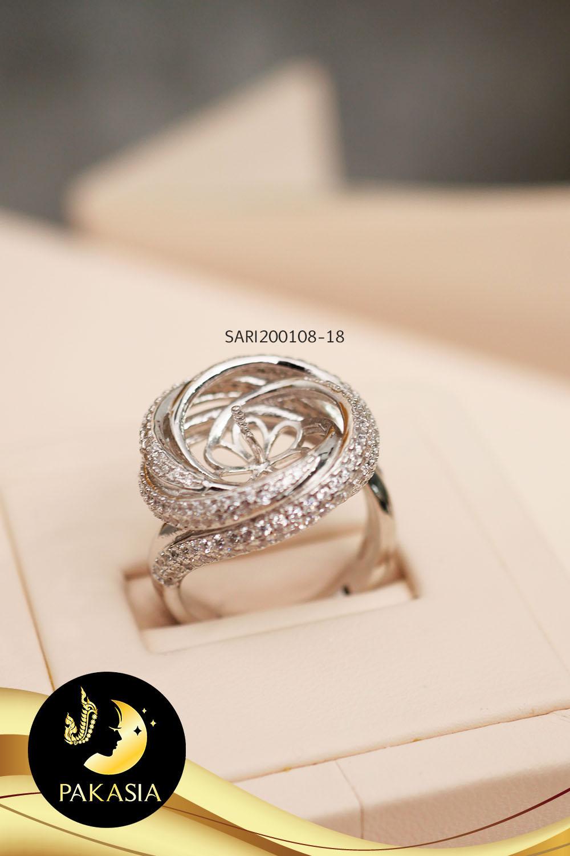 ตัวเรือนแหวนเกลียวคลื่นประดับเพชร (เงินชุบทองคำขาว)SARI200108-18 / SN0303Y