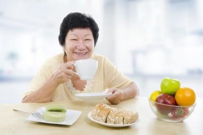 ดื่มน้ำชาวันละ 4 ถ้วย ช่วยชะลอโรค