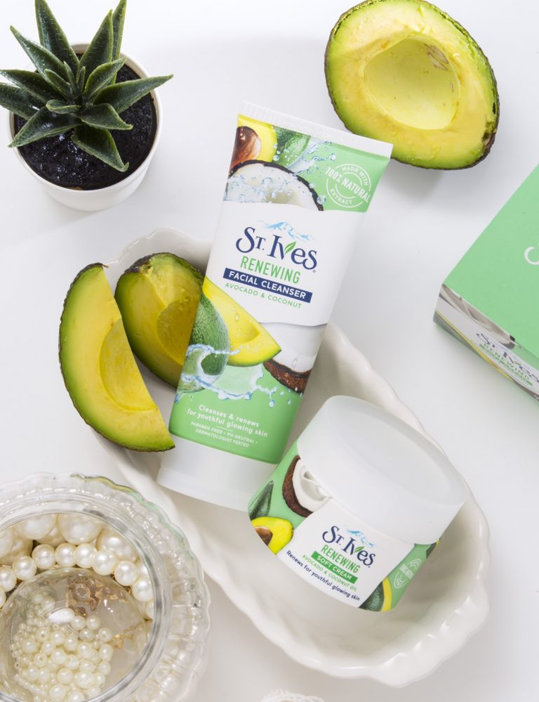 ST.Ives Renewing Avocado & Coconut Facial Cleanser 105g
