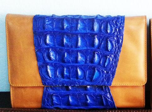 กระเป๋าคลัช หนังจระเข้แท้ สีน้ำเงิน #CRW336H-BLUE-BACK-02