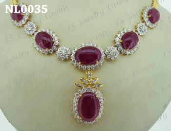 สร้อยคอทับทิมพม่าธรรมชาติหลังเบี้ย (Certified  Natural Burmese Ruby Necklace) ล้อมเพชร Heart & Arrow - Russian Cut