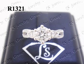 แหวนเพชร ชูก้านไขว้ เพชร Heart&Arrow – Russian Cut Finest Diamonds