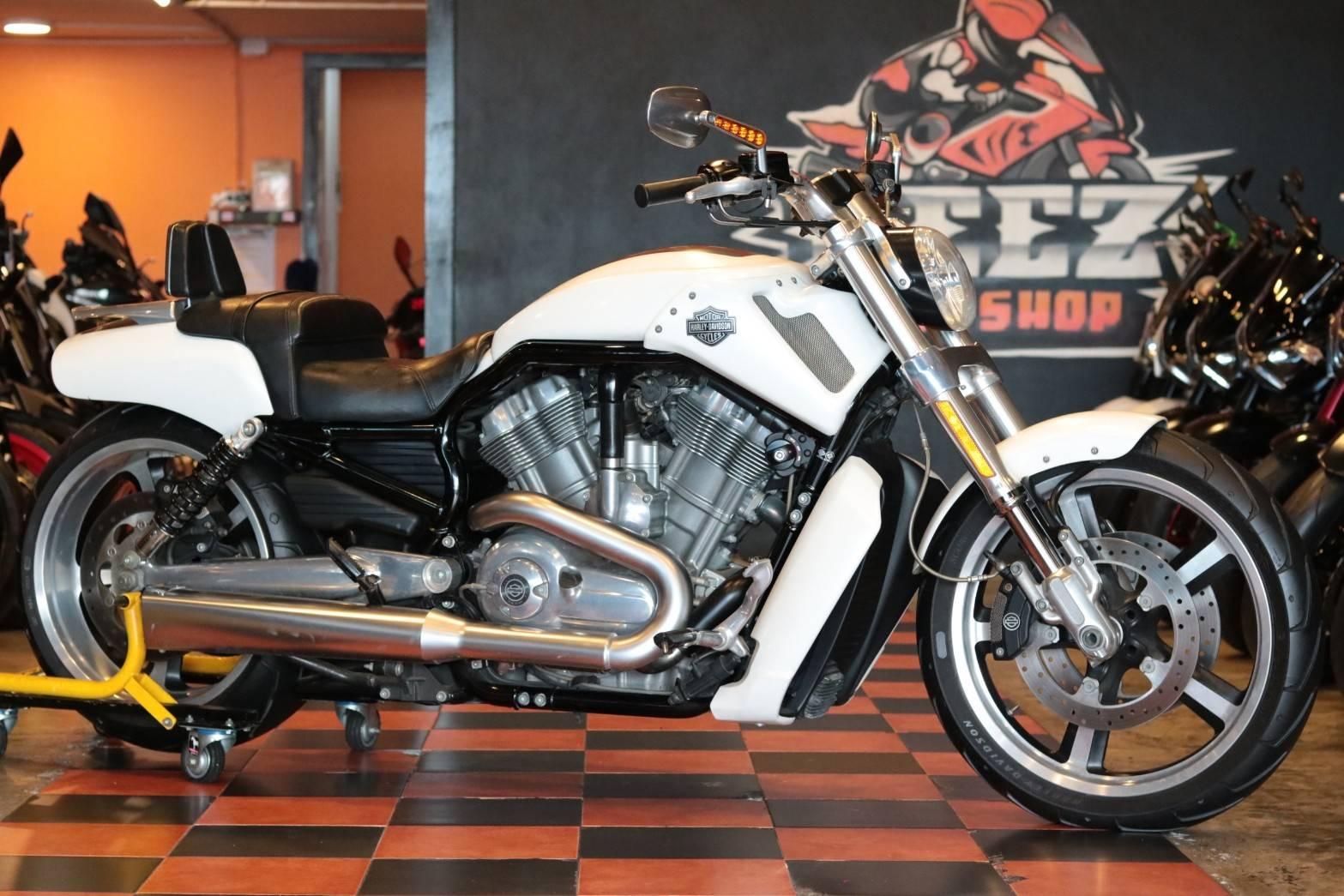 ขาย Harley-Davidson V-Rod Muscle ปี 2011 สภาพป้ายแดง8000โล