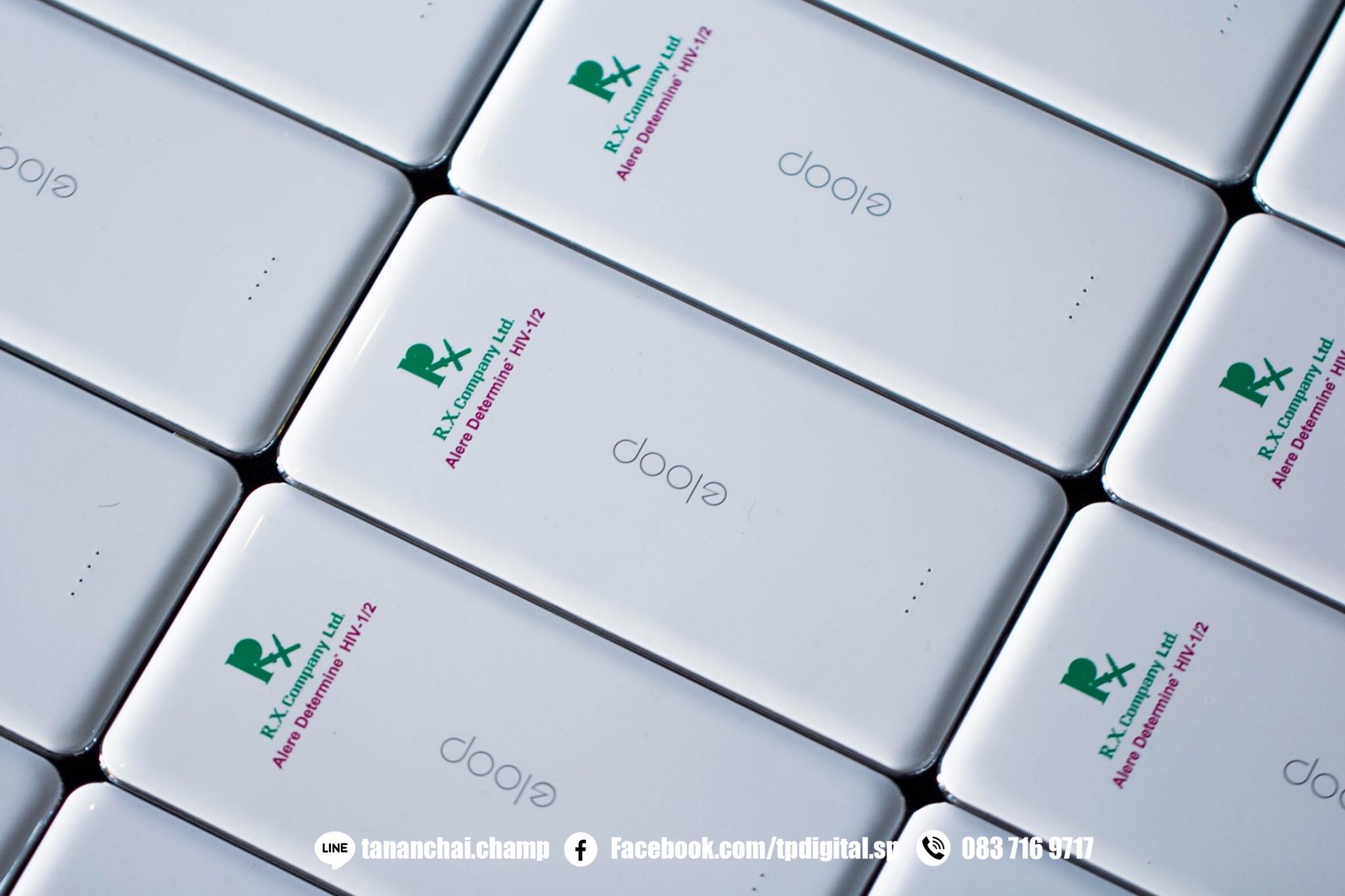สกรีนโลโก้ลงบน powerbank ลาย R.X. Company Ltd. เนื้อวัสดุเป็นพลาสติกสีขาว