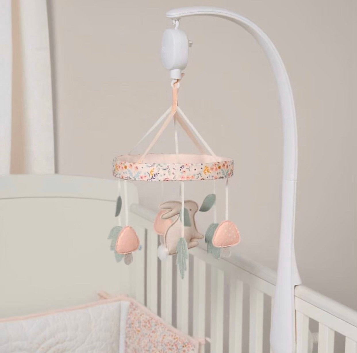 Mamas & Papas - Cot Mobile ( Lilybelle Pink )