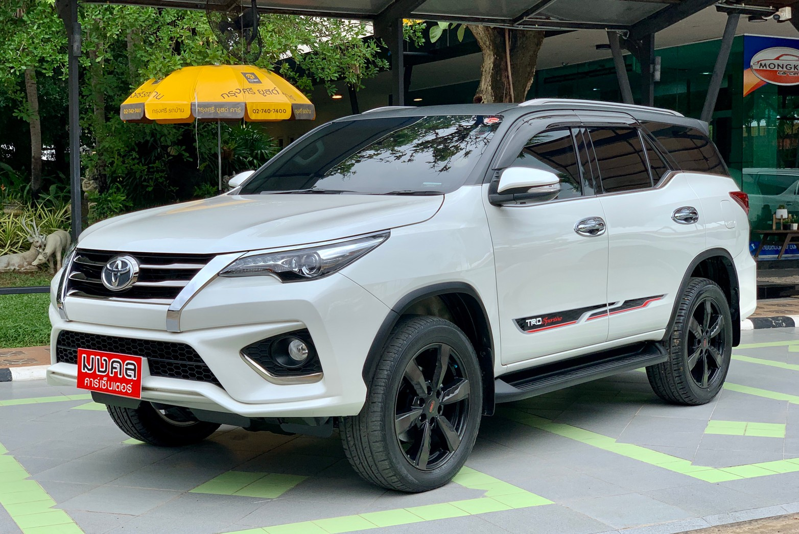 TOYOTA FORTUNER 2.8 TRD BLACKTOP 4WD A/T 2017 สีขาว (LZ0354)
