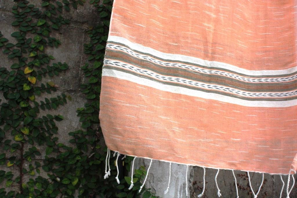 ผ้าพันคอปักลาย