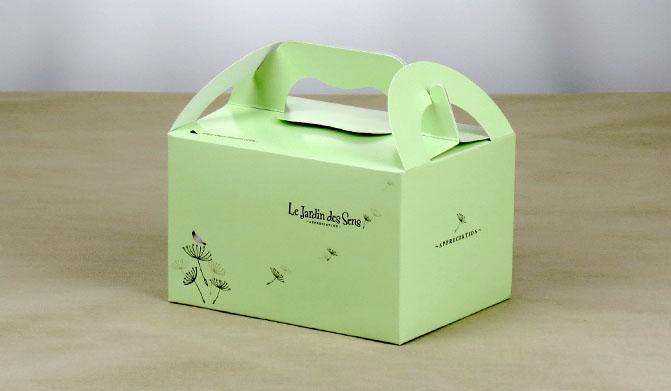 2601B กล่องลาย Le Jardin Des Sens เขียว หูหิ้ว11*14.5*9 cm