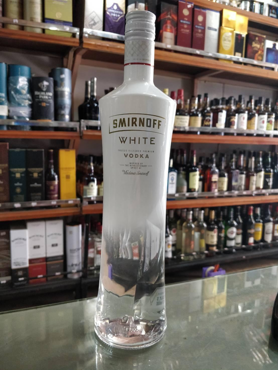 Smirnoff White 1L (41.3%)