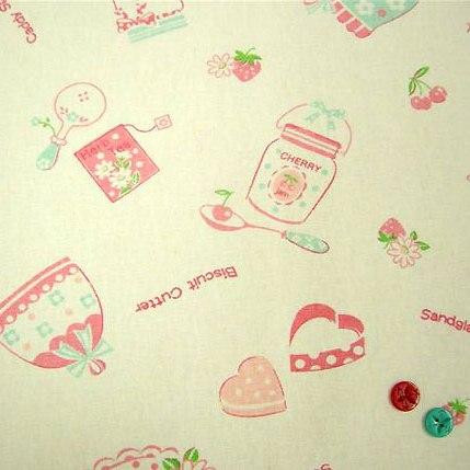 ผ้า cotton & linen ญี่ปุ่น  ถุงแป้งลายขวดแยมโทนชมพูพื้นผ้าสีขาว ขนาด 1/6 เมตร (50*45ซม.)