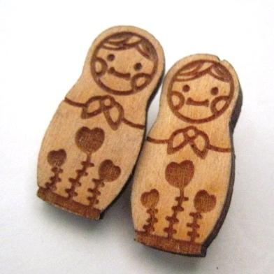 กระดุมไม้ set ลายตุ๊กตารัสเซีย 4 เม็ด/แพ็ค สูง 2.3 cm.