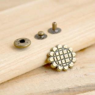 กระดุมตอก ดอกทานตะวัน (เส้นผ่านศูนย์กลาง 2 cm.) ราคา/ตัว