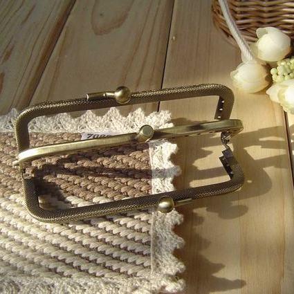 ปากกระเป๋าป๊อกแป๊กทรงเหลี่ยม 2 ช่อง ขนาด 8.5 cm.