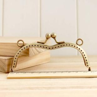 ปากกระเป๋าป๊อกแป๊ก ทรงหัวใจ สีบรอนซ์ทอง ขนาด 11 cm.