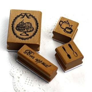 ชุด set Bon appetit กล่องเหล็ก ขนาดกล่องเหล็ก 7.5 x 10 cm. รวม stamp 4 ชิ้น