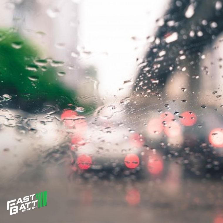 ฝนตกหนักมีผลต่อแบตเตอรี่รถยนต์หรือไม่