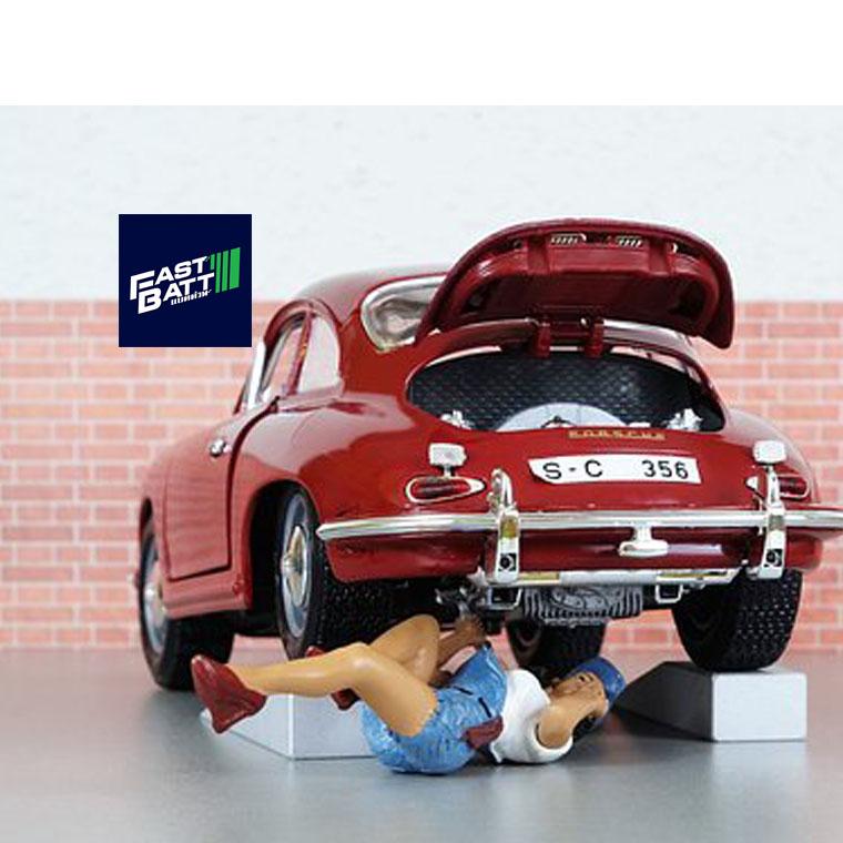 ผู้หญิงควรรู้ไว้ควรเปลี่ยนแบตเตอรี่รถยต์ตอนไหนดี - เปลี่ยนแบตนอกสถานที่