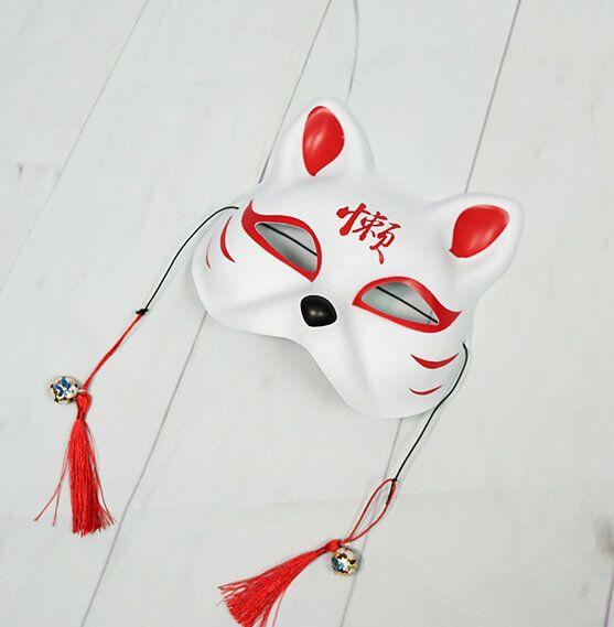 หน้ากากแมวญี่ปุ่นสีขาว เพ้นส์ลายสีแดง