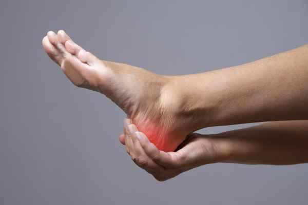 เจ็บส้นเท้าเวลาเดิน ขอคำแนะนำด้วยครับ