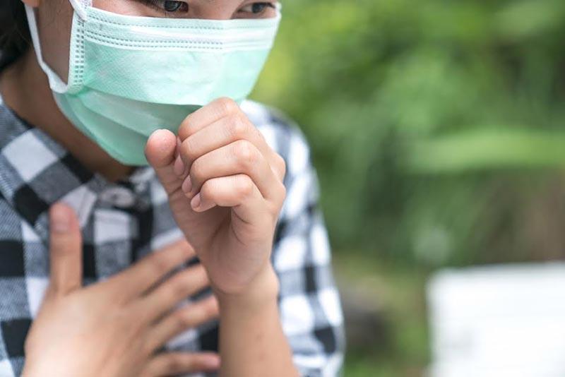 9 วิธีบรรเทาอาการแสบคอ-คันคอ จากฝุ่นพิษ PM2.5 แก้ยังไงให้หาย
