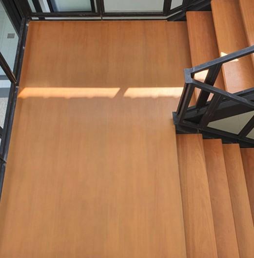 ชานพักบันไดไม้เมอรูนัทเอ็นจิเนียร์(ทำสี) ขนาด1.20X1.20เมตร