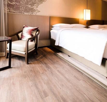 ปูกระเบื้องยางราคาถูกสำหรับพื้นห้องนอน
