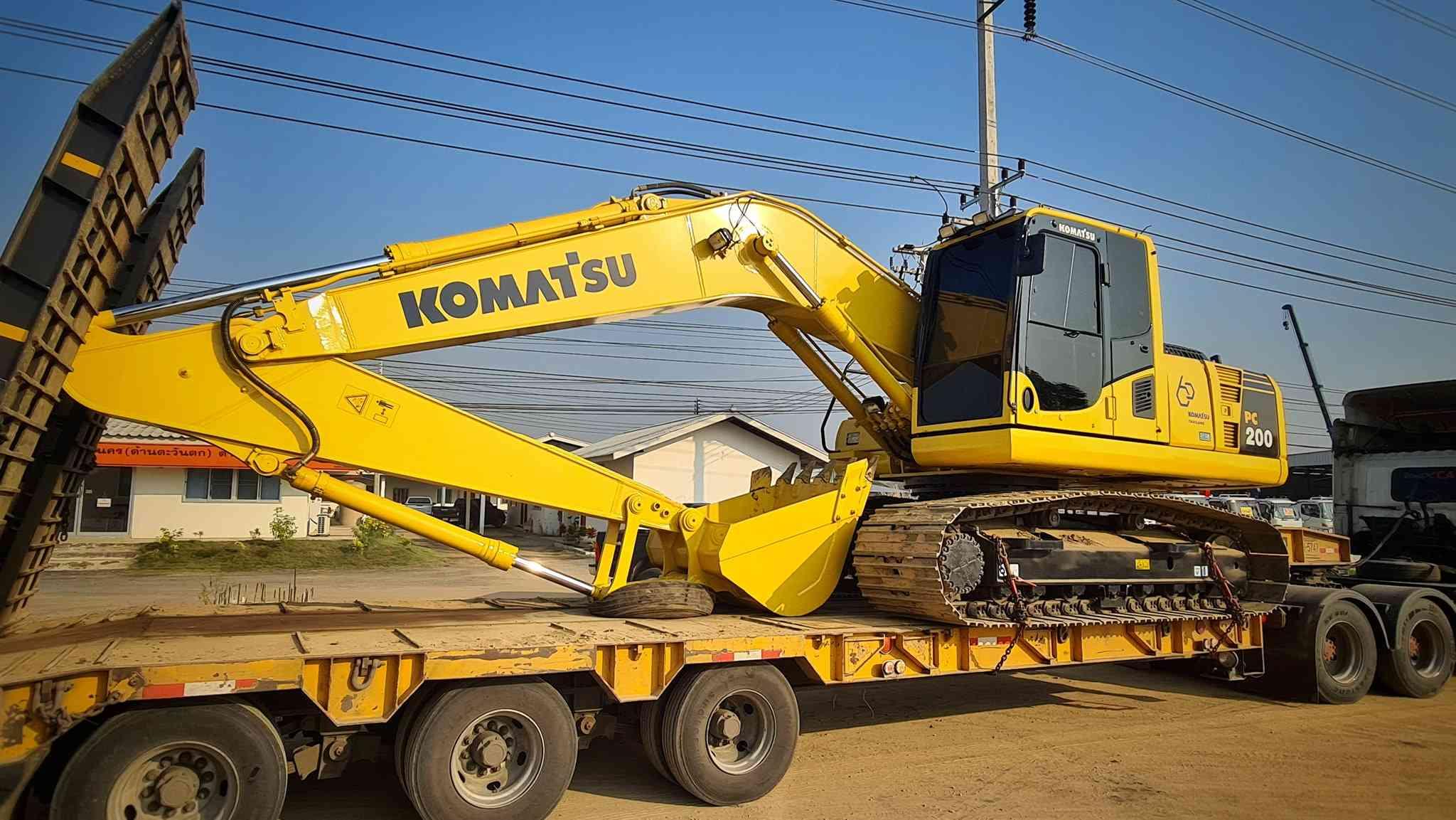 ส่งมอบ รถขุดมือสอง KOMATSU PC200-8M0