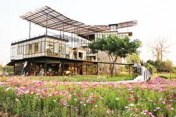 Chic 39 Bed Bar and Bakery Maerim Chiangmai Resort