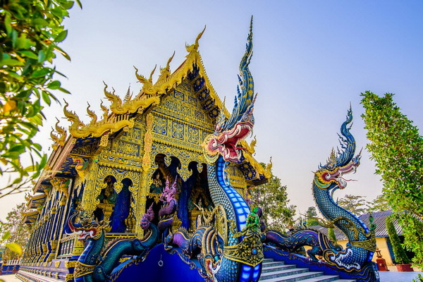 Transfer service to Hot Spring + White Temple + Black Museum + Blue Temple