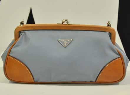 Prada shoulder Bag สีฟ้าอ่อน สายโบว์ ใบเล็กสภาพสวยค่ะ น่ารักมาก