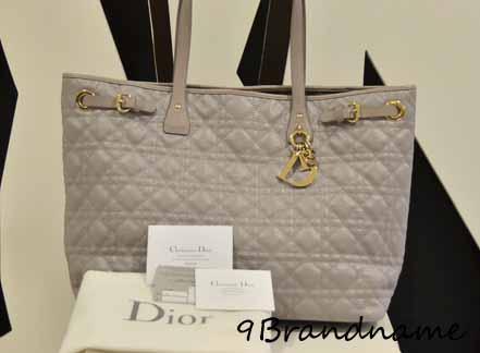 Dior Panerea GRAY SHW สีเทาอะไหล่เงิน งามๆค่ะ สภาพเหมือนใหม่ การ์ดปี 2011
