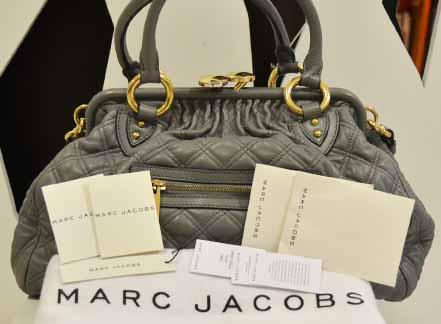 Marc Jacob Stamp GRAY สีเทาอ่อน อะไหล่ทอง สวยๆ ค่ะ