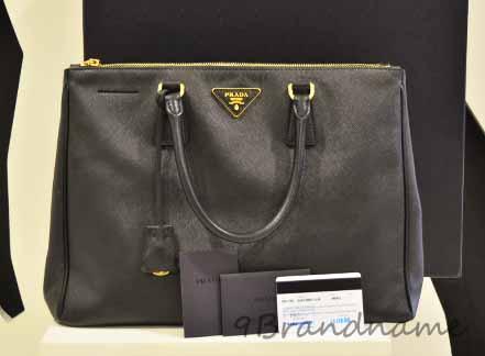 Prada Saffiano Nero 2zips Size35 สีดำสภาพใหม่มาก ใบพารากอนปี 2012 ประกันยังเหลือ คุ้มสุดๆค่ะ