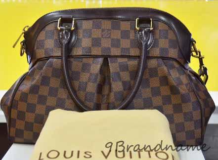 Louis Vuitton Trevi Damier PM กระเป๋าสะพายและคล้องแขน ที่ได้รับความนิยมมากๆค่ะ ดูหรูหรา สภาพดีค่า