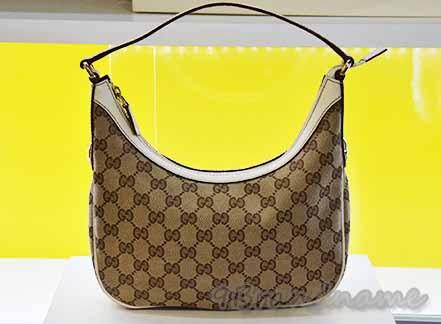 Gucci Shoulder Bag ผ้าลายโลโก้ ขอบหนัสีครีม กระเป๋าสะพายไหล่ใบเล็ก สภาพดีค่า
