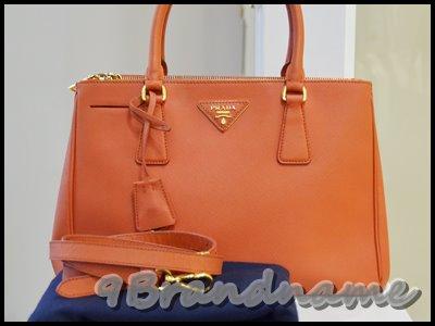 Prada saffiano Lux tote szie 30 2zips Papaya กระเป๋าสีส้มสดสวยมากค่า มือสอง สภาพดีค่า
