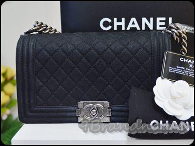 Chanel Boy Black suede CAviar RHW size 10 กระเป่าชาแนลบอย สีดำคาเวียร์ อะไหล่เงินรมดำ  ไซส์ Medium