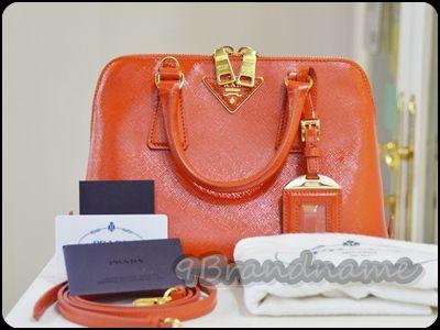 Prada Alma BB 25 Orange vernic Arancio กระเป๋าหนังแก้ว สีส้มสด สวยมากๆค่ะ ใบเล็กน่ารัก สภาพสวยเหมือนใหม่