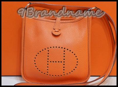 Hermes Mini Everlyn Orange Size TPM -  Used Authentic กระเป๋าสะพาย cross body ทรงยอดนิยม เป็น Unisex ใช้ได้ทั้งผู้หญิงและ ผู้ชายนะคะ สีส้ม Signature ตามแบบน้องม้า มือสองสภาพสวยค่า ไซสืมินิ น่ารักและใช้สะดวก