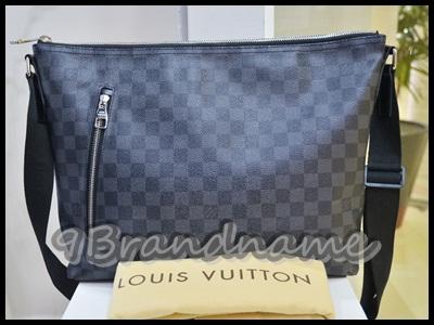 Louis Vuitton Mick Graphite size MM Messenger Men Bag - Used Authentic กระเป๋าสะพาย crossbody สำหรับผู้ชายืไซส์ กลาง ใส่ของได้เยอะเลยค่า ก้นกว่าง ลายตารางสีเทา มือสอง สภาพเหมือนใหม่