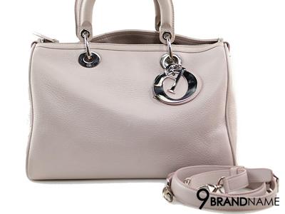 Christian Dior Granville Polochon Baby Pink Deerskin - Used Authentic Bag กระเป๋าคริสเตียนดิออร์ ทรงคล้ายสปีดี้มีสายยาว หนังแท้สีชมพูอ่อนอะไหล่เงิน ขายกระเป๋ามือสองค่ะ