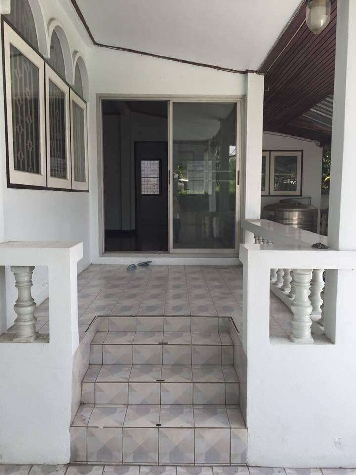 Single house, one floor, Sompit Niwet 2 Soi Chokchai 4 junction 76
