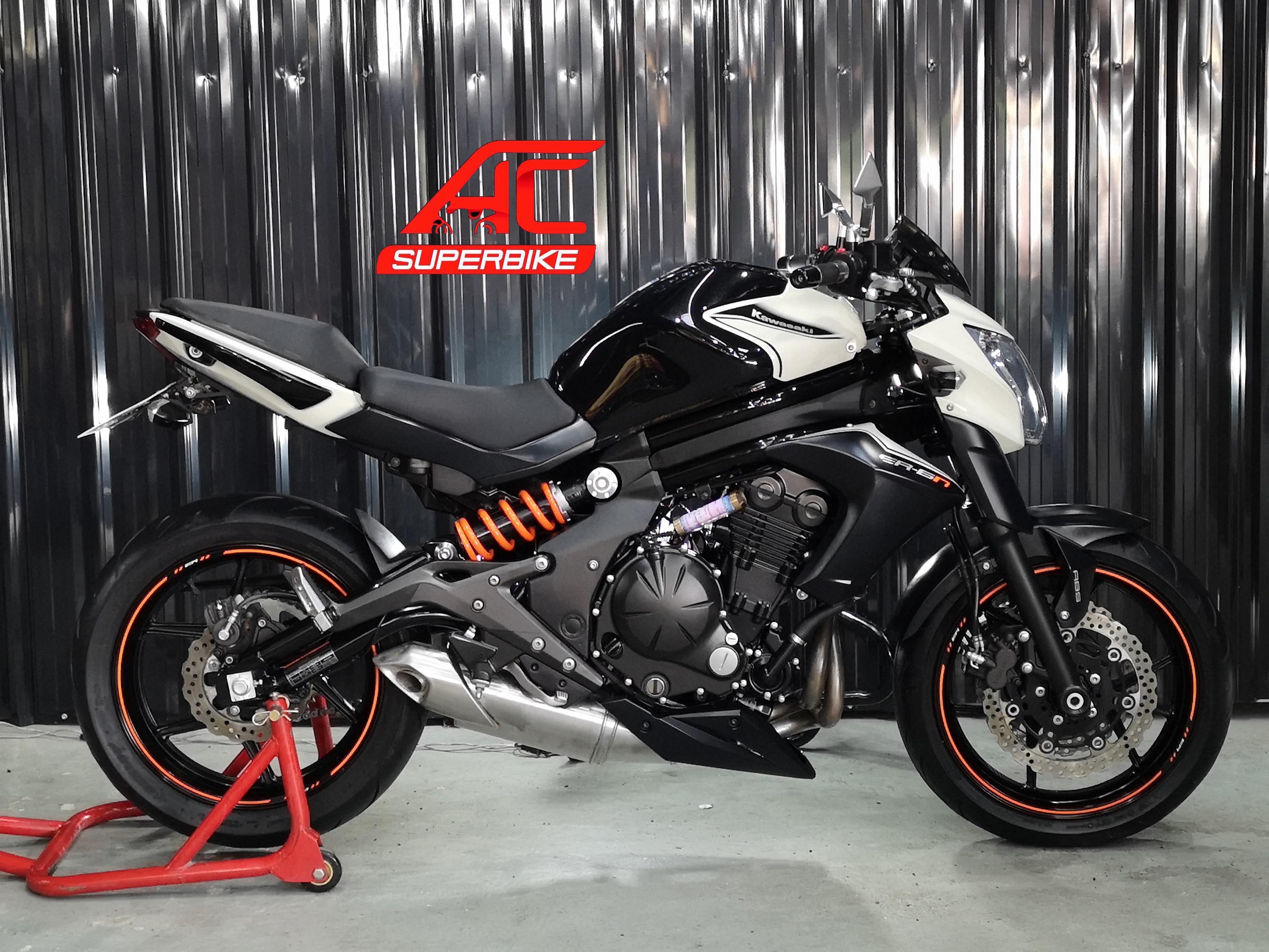 ER6N ABS สีขาว-ดำ (ปิดการขาย)