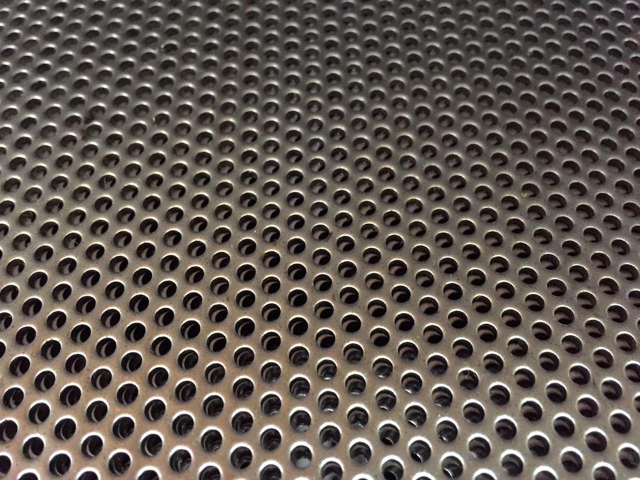 ตะแกรงเหล็ก/สเตนเลส เจาะรูกลม รูเหลียม รูสล็อต