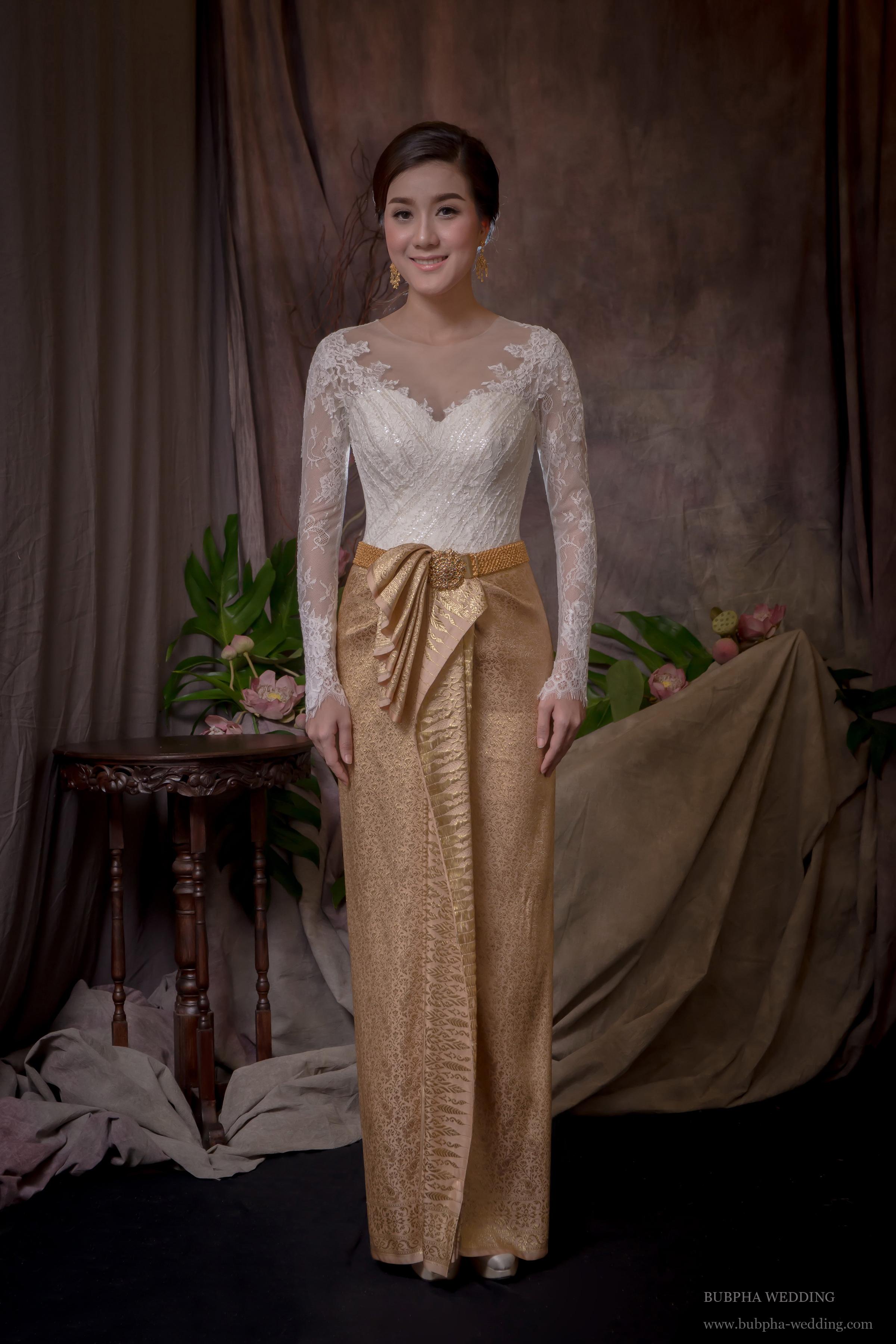 ชุดไทยผ้านุ่งสด เสื้อลูกไม้  ชุดที่  5