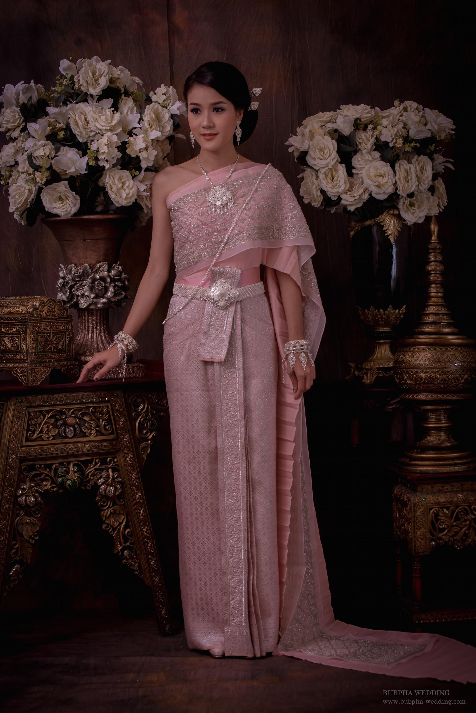 ชุดไทยผ้าโบราณแท้ สีชมพู